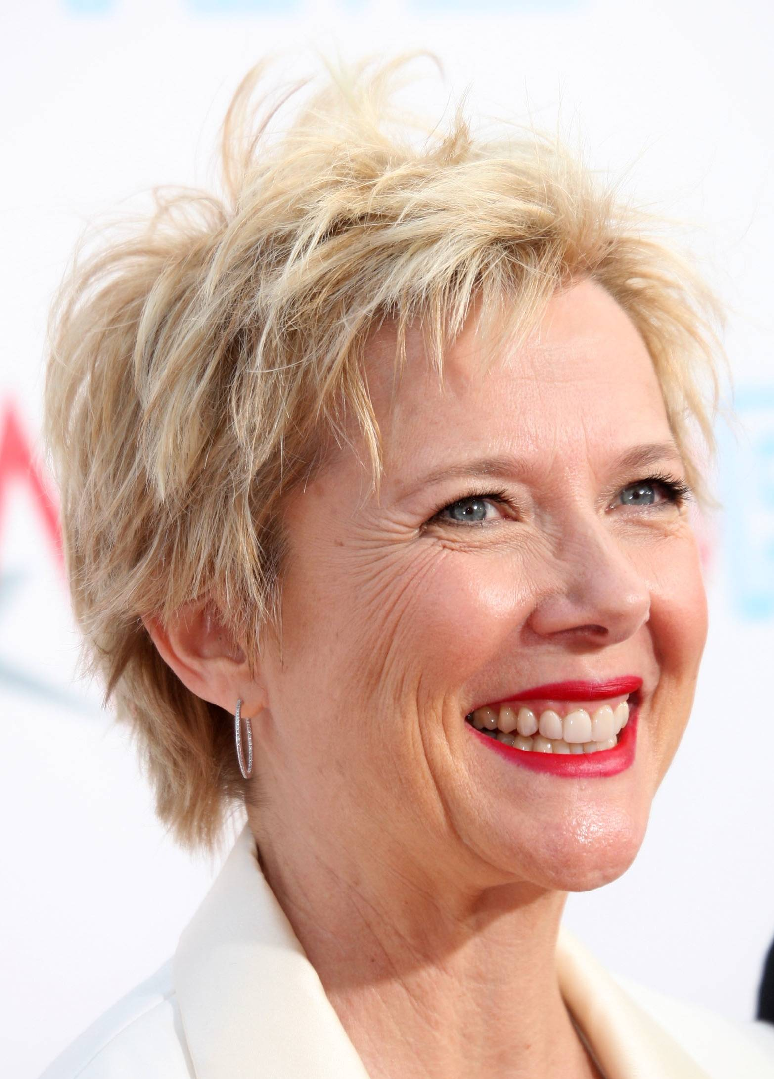 Short Hairstyles For Older Women Beautiful Hairstyles