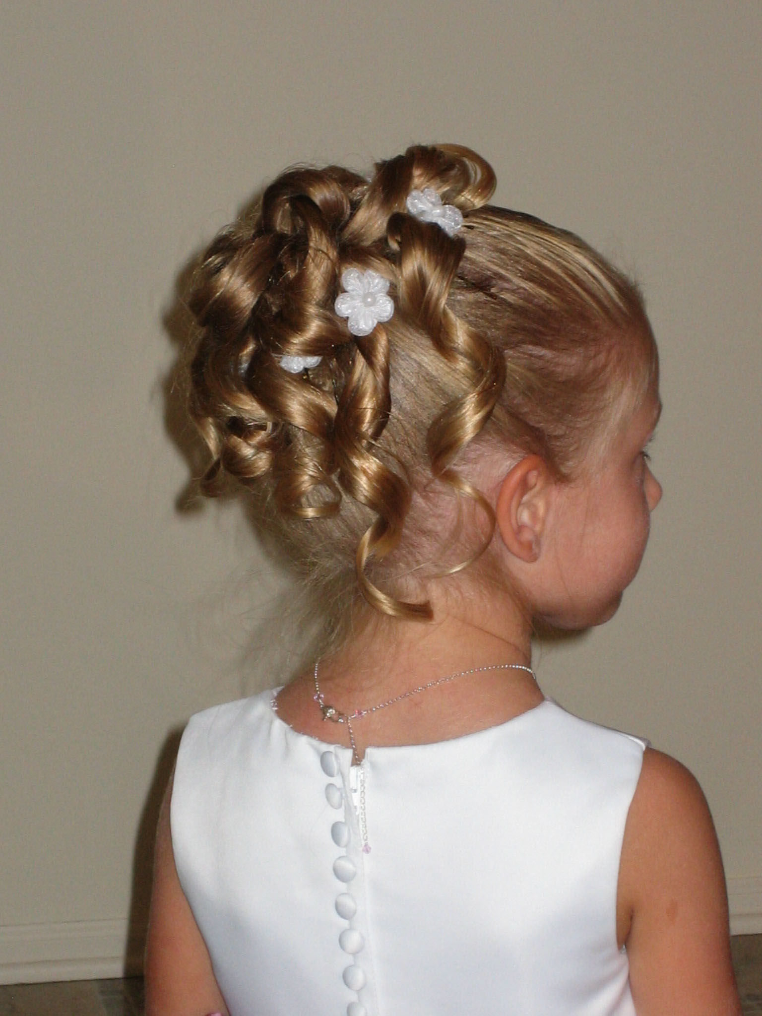 Girl Hairstyle : Flower girl hairstyles beautiful