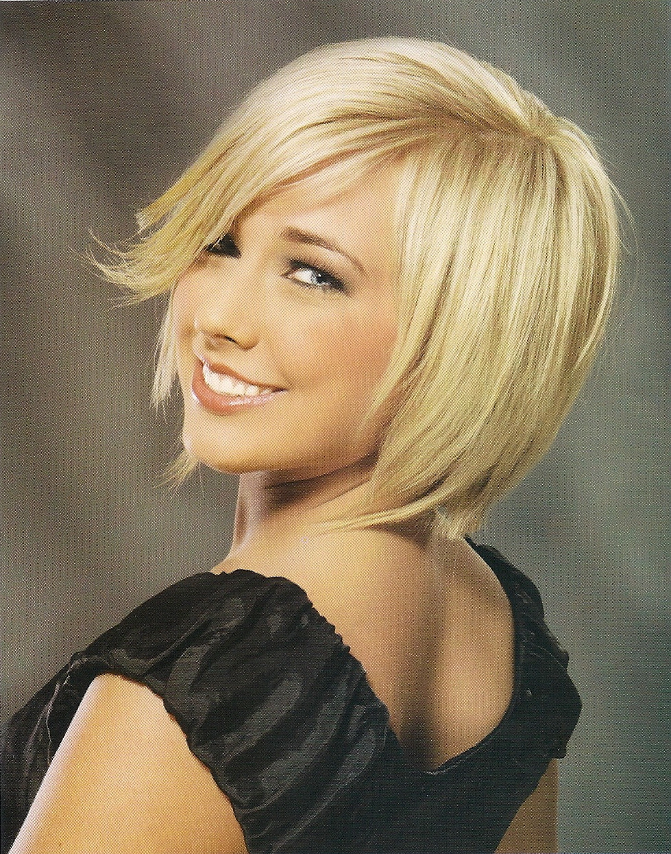 Short Inverted Bob Hairstyles For Wavy Hair furthermore Hair ...