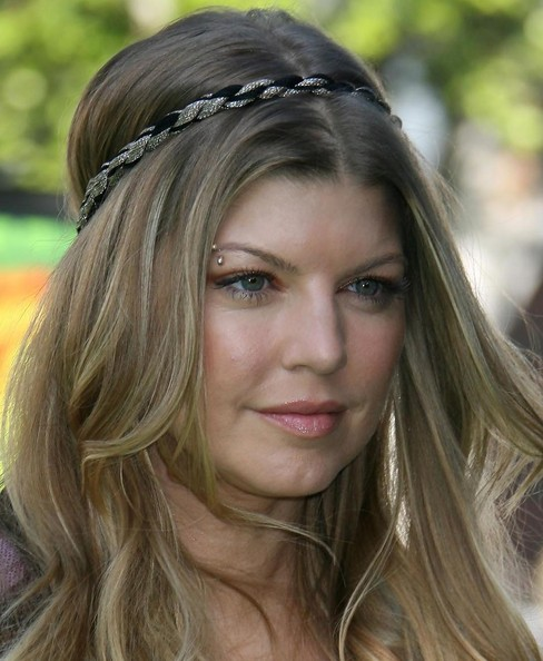 70s hippie hairstyles Hippie hairstyles are usually reserved for girls with medium or long hair still, that doesn't mean that you can't treat yourself with a hippie hairstyle even if you have short hair i'm presenting you the coolest short hippie hairstyles 1 the headband.